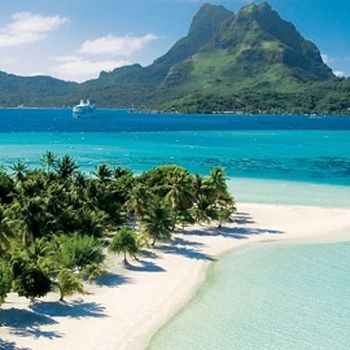 In Tahiti we offer a great one week luxury GaySail Exclusive Catamaran cruise